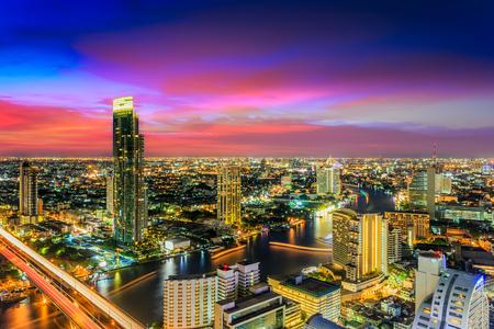 Bangkok City at twilight  in capital of Thailand Imagens