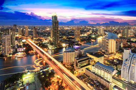 Modern building at riverside in twilight scene[Bangkok, Thailand]  Imagens