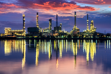 Oil refinery at twilight beside Chao Phraya river in Bangkok,Thailand Imagens - 28986349