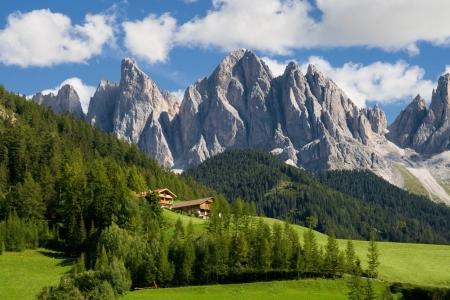 prato montagna: Cime del gruppo Odle nel Tirolo del Sud, Italia Archivio Fotografico