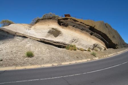 strata: Strati di basalto e fonolite piroclastico in montagna La Negrita, Tenerife, Isole Canarie