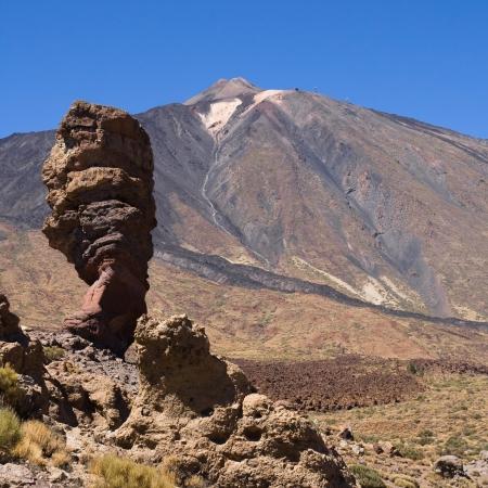 Roque Cinchado con el pico Teide al fondo, Tenerife, Islas Canarias Foto de archivo - 19865191