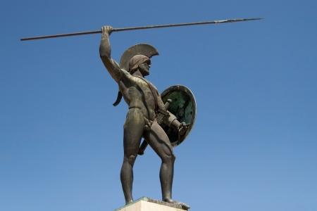 guerrero: Escultura dedicada al rey Leonidas de los espartanos en las Term�pilas, Grecia Foto de archivo