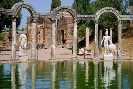 hadrian: Canopus de la Villa Adriana en T�voli, Italia