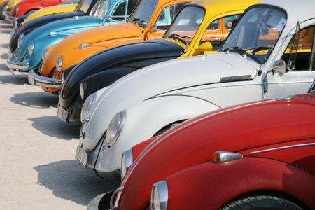 Groep van retro auto's in Agde, Frankrijk
