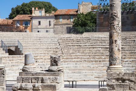 teatro antiguo: Teatro Antiguo de Arles en Provence, Francia.