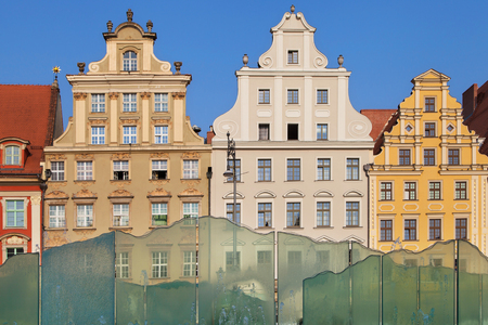 polska monument: Wroclaw, Poland - August 11, 2015: Historical buildings and fountain of the Wroclaw Market Square, Poland. Editorial
