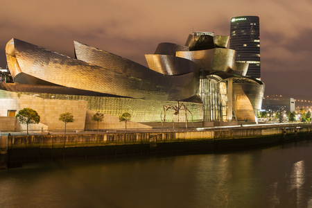 frank   gehry: Bilbao, Spain - August 11, 2014: The Guggenheim Museum, designed by Frank Gehry and completed in 1997, and the Iberdrola Tower, designed by Cesar Pelli and completed in 2011, in Bilbao, Spain. Editorial