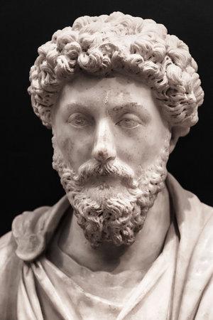 Estambul, Turquía - 24 de agosto de 2014: Busto del emperador romano Marco Augusto en el Museo Arqueológico de Estambul, Turquía. Se encuentra en el Kandilli (Bozhoyuk, Turquía), fue esculpida durante su reinado.
