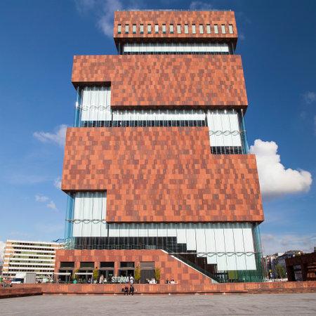 Antwerpen, België - 10 oktober 2016: Het Museum aan de Stroom in Antwerpen, België. Geopend in mei 2011 is het grootste museum van de stad. Redactioneel