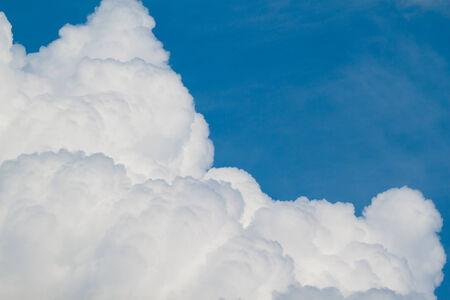 cumulus cloud: Cloudscape Cielo blu e nuvole bianche Giornata di sole Cumulus nube
