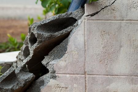 muro rotto: muro di cemento rotto