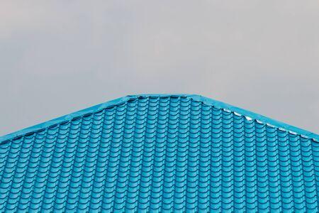 Blauw Dak op cluod Hemelachtergrond