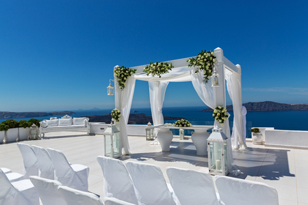 Wedding decorations with roses on the background of the sea, Greece, Santorini Imagens