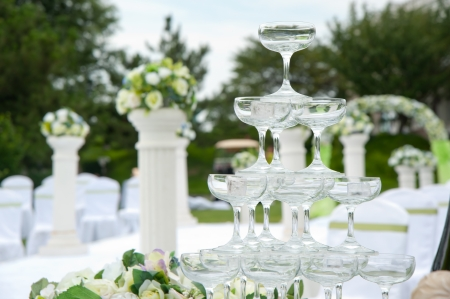 nudging: champagne glasses of an outdoor wedding
