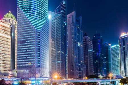 Cityscape at night Standard-Bild