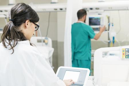 의료 기술 장비 작업 의료 보조입니다. 의료 개념