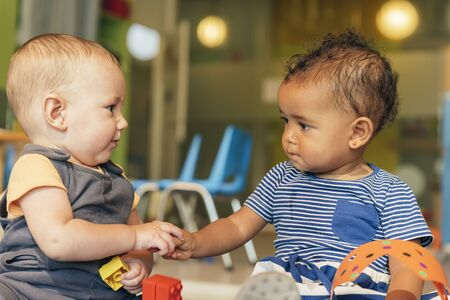 Babys playing together in the kindergarten. Stockfoto