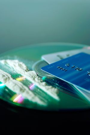 debauch: drugs, disc and cards