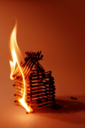 incendio casa: Match pequeña casa