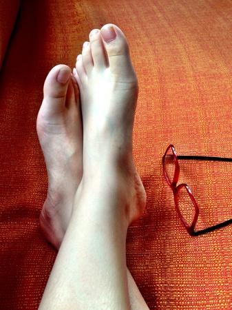 cross leg: pies Foto de archivo
