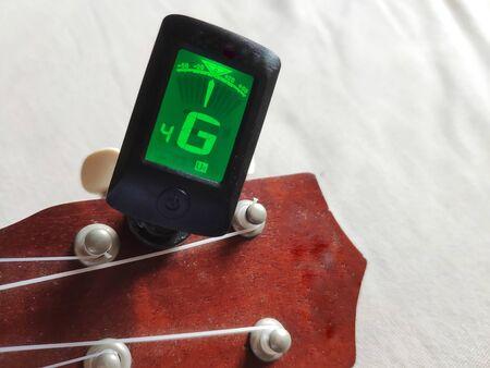 ukulele tuner to keep your ukulele in tune without the need of a tuning 版權商用圖片