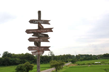Arrow road sign pointing to the country directions Imagens