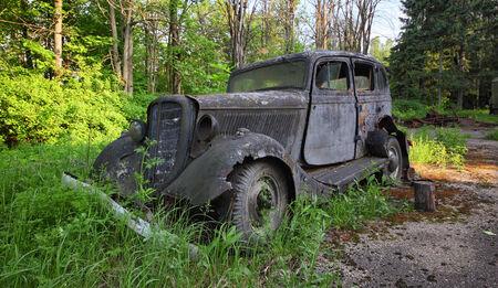 abandoned car: Coches abandonadas  Foto de archivo