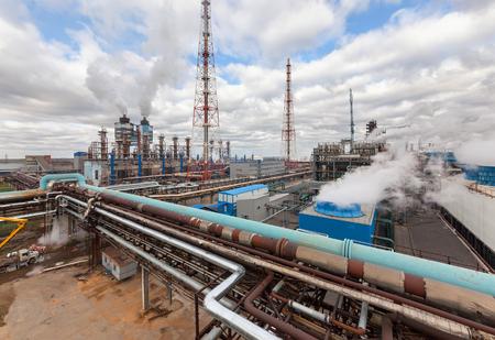 amoniaco: F�brica de productos qu�micos para la producci�n de amon�aco y nitr�geno en la fertilizaci�n durante el d�a. Editorial