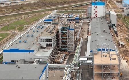 amoniaco: Antiguo edificio industrial en una planta química en la reparación
