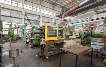 Injection molding thermoplastic machine