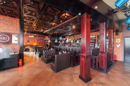 83514593 - MOSCOU - AGOSTO 2014  Interior de um restaurante bar de  discoteca de luxo com um salo de banquetes e lanchonete -