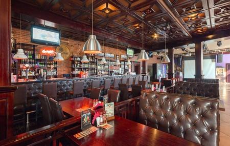 83514608 - MOSCÚ - AGOSTO DE 2014  Interior de un restaurante de lujo disco  bar con un salón de banquetes y cafetería -