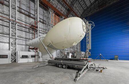 Aerostat on a mobile mooring platform inside an big airship hangar Zdjęcie Seryjne - 140671117