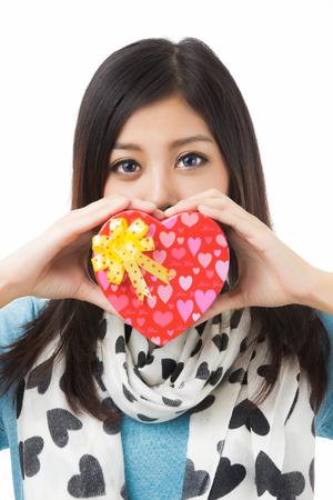 recibo: asian mujer valentines d�a dando y recibiendo regalos