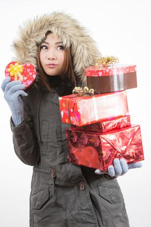 recibo: asian mujer valentines día dando y recibiendo regalos