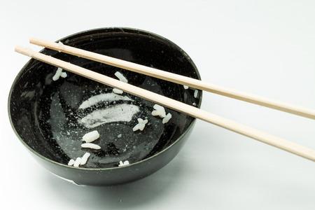 bol vide: bol vide ou tir de riz dans un fond blanc