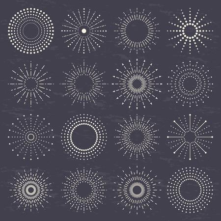 starburst, zonnestraal, zonnestralen, vuurwerk collectie ingesteld op een donkere achtergrond. Stock Illustratie