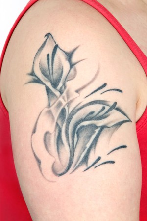 Floral tatoo on a female upper arm