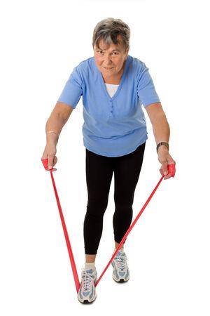 rubberband: Mujer mayor con la goma aislada en el fondo blanco