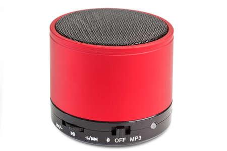 Haut-parleur Bluetooth noir et rouge - isolé sur fond blanc