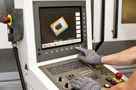 pult: Pulsanti sulla macchina programmabile a controllo numerico. Fresatura industria. Archivio Fotografico
