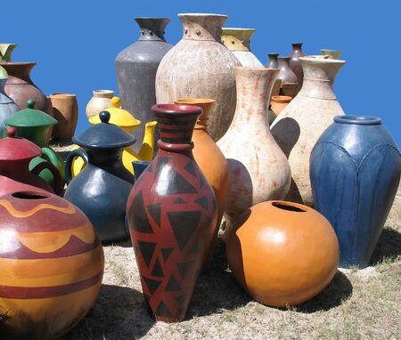 Gruppo di prodotti di ceramica gigante  Archivio Fotografico