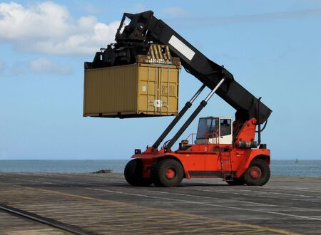 Loader lifting container