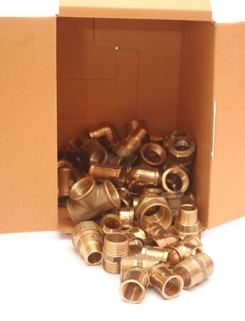 guarniciones: Grupo de accesorios de fontaner�a de cobre de lat�n en la casilla