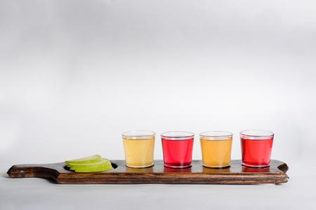 Farbige Aufnahmen mit verschiedenen Alkohol Standard-Bild - 84752018