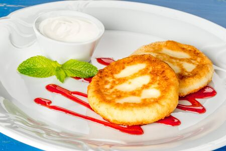 Cheesecakes with mint and sour cream. Yummy dessert