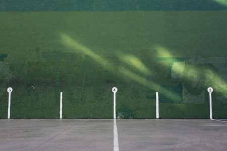 racquetball: pared verde, con secciones para frontón Foto de archivo