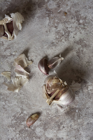 natual: Garlic on a grunge background of soft colors