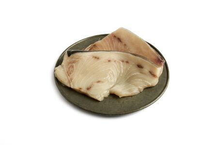 pez espada: pez espada, carne cruda en isolado fondo